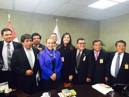 Viceministro de Trasnporte, gobernadora regional de Arequipa,, representantes de la Municpaldiad porvincial, y de taxistas de Arequipa.