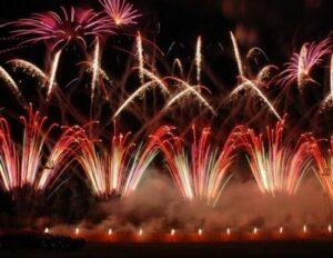 Empresa de telefonía móvil anuncia espectáculo de fuegos artificiales