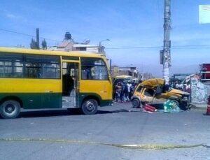 VIDEO. Couster embiste taxi causando la muerte al conductor y su pasajero en Cerro Colorado