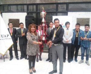 Premian a ganadores del campeonato de futbol entre universidades de Arequipa