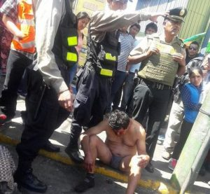 Desnudan y linchan a presunto ladrón en el Cercado de la ciudad
