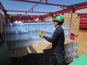 Kola Real dona 1 500 cajas de agua para damnificados en Caylloma