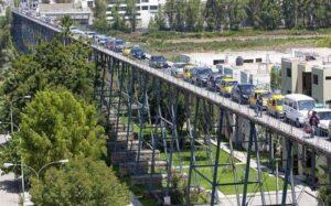 Camionetas, camiones y minivan no circularán por el puente Fierro para proteger estructura