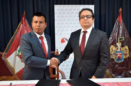Alcalde de La Joya, Christian Cuadros y superintendente Sutran, Héctor Rubio, firmaron convenio