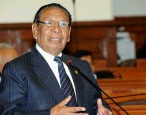 Congresista Apaza denuncia irregularidades en Essalud por falta de tomógrafos