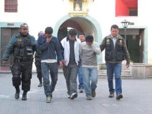 """Nueve meses de prisión preventiva a """"marcas"""" que asaltaron cambista en Cerro Colorado"""