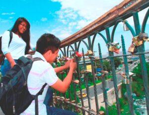 """Municipalidad Provincial dispone retirar """"candados del amor"""" del puente de Fierro"""