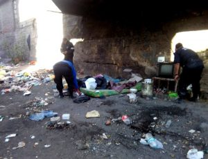 Desalojan presuntos delincuentes que vivían bajo el puente del Ovalo Sepúlveda