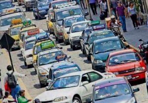 Taxistas pendientes de publicación de decreto que permite continúen circulando