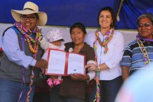 Gobernadora anuncia próximo inicio construcción vía Arequipa-Yura
