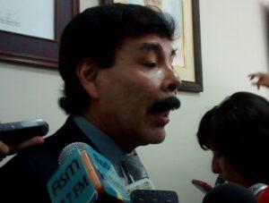 Zegarra criticó a opositores tras desestimarse vacancia en Sesión de Concejo