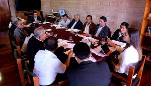 Gerente de Agricultura y jefe de la AAA se reúnen en Pasto Grande para verificar estado de represa