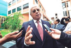 Manuel Briceño plagió tesis de sus tres grados académicos