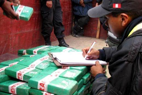 HALLAN DROGA EN AREQUIPA. OPERATIVO DE LA POLICIA DONDE ENCUENTRAN 250 KILOS DE PASTA BASICA DE COCAINA.