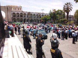 Sindicatos marchan en protesta por promesas incumplidas del presidente Kuczynski