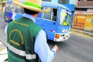 Demandan sanción para inspectora de tránsito que agredió a periodista