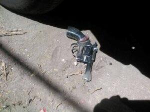 FOTOS. Encuentran revolver bajo el auto de fiscal de Crimen Organizado de Arequipa