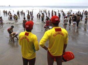 Estudiante desaparece en playas de Camaná mientras nadaba
