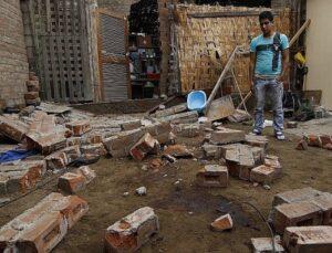 Dos niños mueren sepultados por derrumbe de pared en Uchumayo