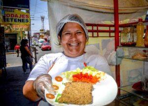 Carretillera arequipeña prepara el mejor plato con pescado