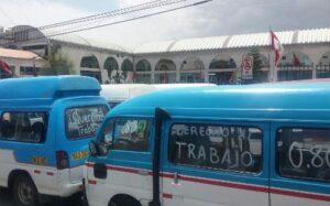 Transportistas de combis pequeñas insisten en seguir circulando