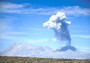 Sabancaya: el volcán fumador que amenaza a un pueblo