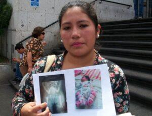 VIDEO. Madre denuncia fracturaron fémur a su hija en Honorio Delgado