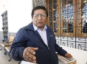 Detienen a regidor Pedro Santos por manejar ebrio y agredir de palabra a policías