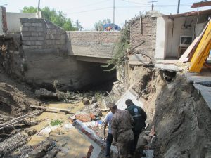 Disminuyen caudal que vierte a torrentera Chullo para reparar puente La Concordia
