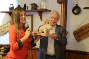 FOTOS. Llegada de Mario Vargas Llosa a Arequipa en su cumpleaños número 81