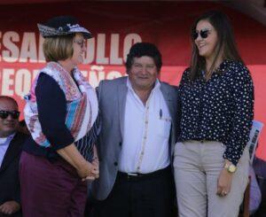 Primera dama entrega donativo de lentes y mascarillas a afectados por Sabancaya