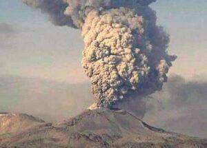 Volcán Sabancaya registra 37 explosiones diarias durante la última semana