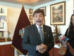 Alfredo Zegarra defiende compra de celulares de alta gama para funcionarios