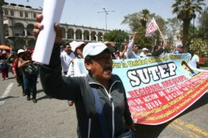Docentes anuncian paralización de 24 horas para el mes de julio