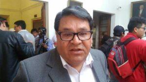 Decano de Colegio del Contadores recomienda a Alarcón renunciar a Contraloría