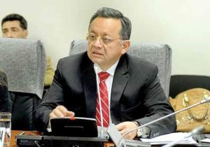 Contralor de la República exige rectificar informe sobre su título profesional