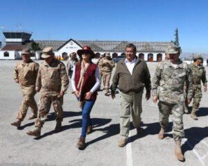 Ministro de Defensa llega a Caylloma para coordinar acciones contra las heladas