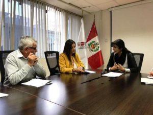 Firman contrato para concluir obra pendiente en colegio Honorio Delgado