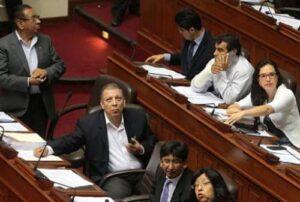 Apaza criticó a congresistas que se retiraron del Frente Amplio
