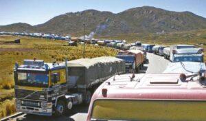 Bloquean carretera en Uchumayo en protesta por demora en habilitar vía Atico