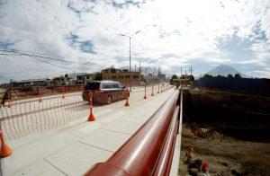 Habilitan puente Fernandini para paso de vehículos livianos sobre Variante de Uchumayo