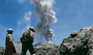 Niegan que incremento en actividad del Sabancaya sea por sismo en Atico