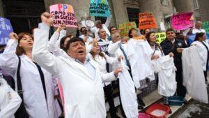 Activistas de huelga médica bloquearon Av. Goyeneche con marcha