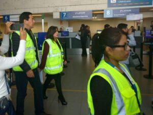 Comisión Defensa del Consumidor inspecciona aeropuerto