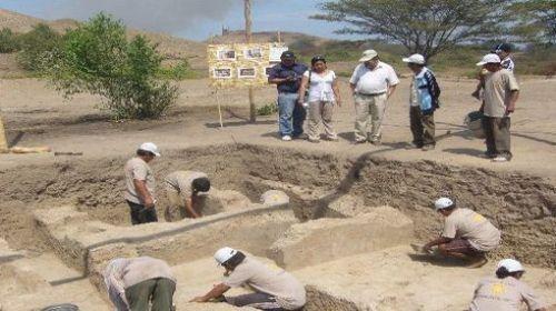 Arqueólogos.