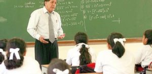 Unos 4,400 profesores contratados recibirían aumentos este mes