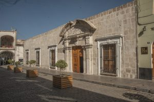 Se inauguró el renovado Centro Cultural de la Universidad Nacional de San Agustín.
