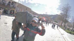 Bloquean durante dos días carretera que lleva a la Cruz del Cóndor en el Colca