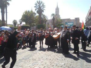 Tunas de varios países realizaron pasacalle en la ciudad de Arequipa