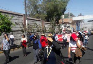 Unos 10 mil docentes en huelga marcharon a la sede del Gobierno Regional